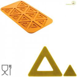 Stampo Triangolo 2.0 per 12 impronte in Silicone giallo da Silikomart Linea Naturae